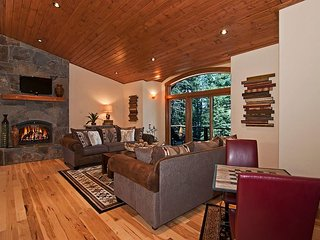 Rooney Ridge - Gorgeous 4 BR Luxury Home with Tree Filtered Lake View, Carnelian Bay