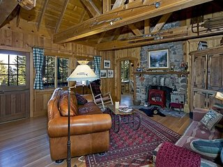Lake View Cabin with Rustic Charm & Hot Tub - Newly Remodeled - From $300/nt, Tahoe City