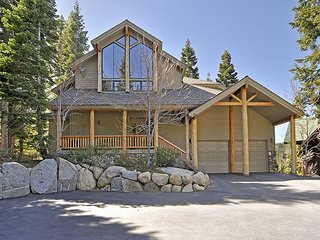 Sierra Crest - Squaw Valley Luxury 5BR 5 BA w/ Hot Tub and Stunning Views