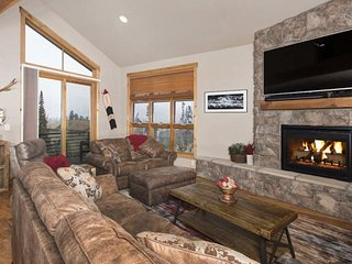 DOG FRIENDLY Townhome Continental Divide View Private HOT TUB. FREE Golf