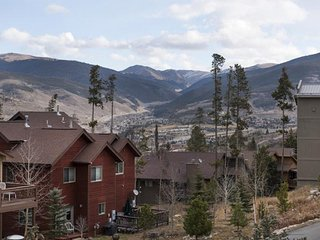 Free Night! Dog Friendly Large Townhome w/ View of Continental Divide-Pvt HOT TUB- Enjoy FREE FUN!, Wildernest