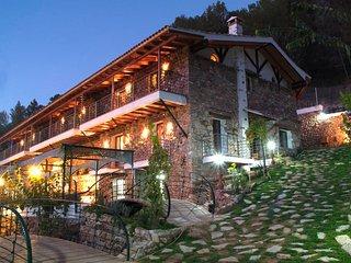 Casas Rurales El Serbal. Piscina climatizada todo el ano