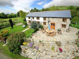 Beautiful contemporary farm house with fantastic views, Llanrhaeadr ym Mochnant