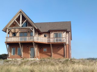 Two Cranes Vacation Rental- Short walk to the beach