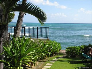 Diamond Head Beach Hotel Oceanfront Large Lanai