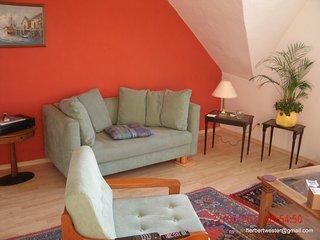 Appartement 77 m2, 2 Schlafzimmer Wohnzimmer Küche Bad, Haltestelle Tram 903+U79