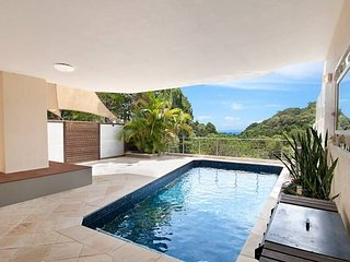 Laguna Bay View Villa |PRIVATE POOL | SPACIOUS 3 LEVELS | by Getastay, Burleigh Heads