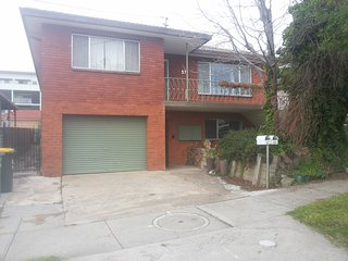 4 Big Beds with Free Broadband Internet and 2 Off street Park spots, Queanbeyan