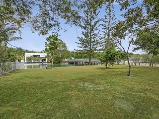 Shik Waterside Noosa  | WALK TO HASTINGS STREET | ADJACENT PARK | by Getastay