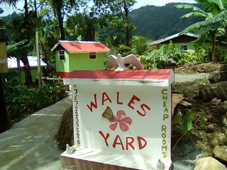 WALES YARD CHEAP ROOMS, Roseau