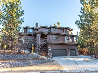 Huge & Luxurious 7BR, 6.5BA Big Bear Home - Massive Hot Tub, Near Resort