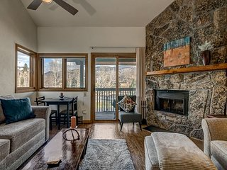 3rd Floor Steamboat Springs Condo with Fireplace & Deck with a View