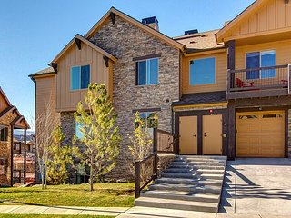 2BR, 2BA New Park City Condo w/ Sunshine & Mountain Views – Near Resort