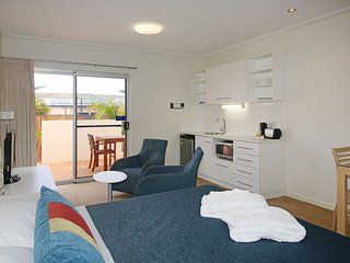 Furnished Studio apartment near beach, Geraldton