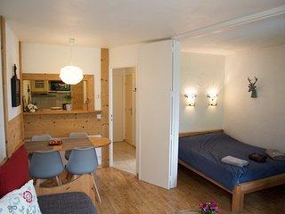 Joli appartement renove face au parc La Roseraie