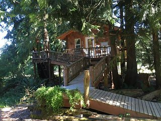 Romantic Tree House B&B w/Bath, Port Angeles