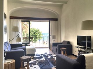 spacious apartment, few steps from the beach