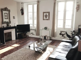 Spacious apartment in the hyper center,  3***, Bordeaux