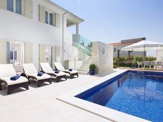 Luxurious Villa Melita with Swimming Pool and BBQ