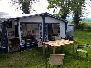 Nice Rental caravan with great mountain view., Lapalisse