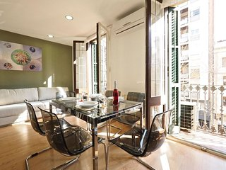 Gaudi Sagrada apartment in Eixample Dreta with balkon & lift., Barcelona