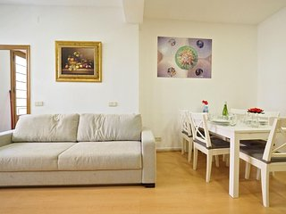 Avenida Gaudi apartment in Eixample Dreta with WiFi, airconditioning, balkon & lift., Barcelona