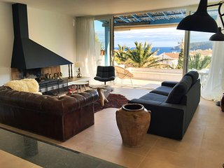 Spacious fully renovated apartment with swimming pool and lovely sea view