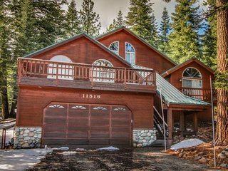 Lovely mountain home w/ jetted tub, shared hot tub, pool, sauna, and tennis!