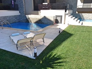 Villa Merrydale with private pool - second beach front close to water sports, Ialyssos
