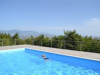 Maison 8 personnes avec piscine privée et wifi. Vue exceptionnelle.