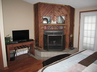 Home Away From Home - 1 bed 1 bath Newly Remodeled Condo On Lake Delton