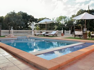 VILLA WITH PRIVATE TENNIS COURT, MINI GOLF,  SWIMMING POOL ON SITE, Llucmajor