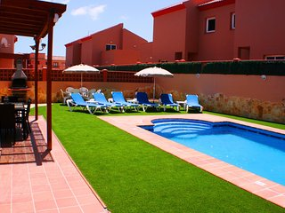 Large private garden with plenty of sun loungers