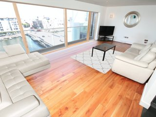 Beautiful Penthouse With Stunning Dock Views, Dublín