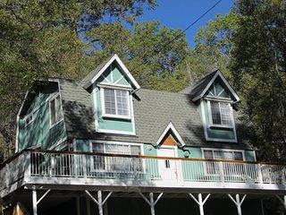 Book Wintergreen Cottage in Big Bear - Hot Tub on Deck!, Moonridge