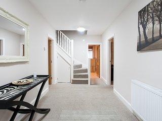 Luxurious, Spacious 2 Bedroom Apartment, Llandaff