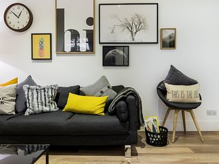 Modern 2 bed pad in Notting Hill
