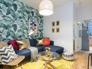 3 bed 1 bath in Soho w/interiors by local designer, Londres