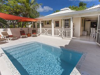 Le Carre Saint Louis, in the heart of Grace Bay