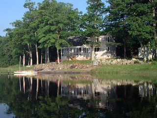 Secluded lake front home, Union