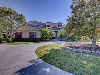 Private and large 4 bedroom pool home 12 minutes east of I-75 with pool, hot
