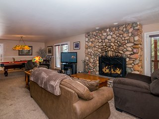 Mountain Luxury With All the Comforts of Home!