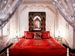 DAR ARSAMA, Beautiful Red Suite, Fes Medina