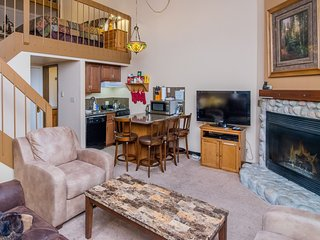 """Clouds Rest"" Located In Yosemite West - Sleeps 6!!!"