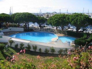 LOCATION STUDIO avec WiFi / 22 m2 / TERRASSE de 8 M2 / piscine / PORT CAMARGUE, Port Camargue