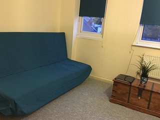 Felix Lodge Apartments, Bijou Studio Apartment with Now TV,  Near City Centre