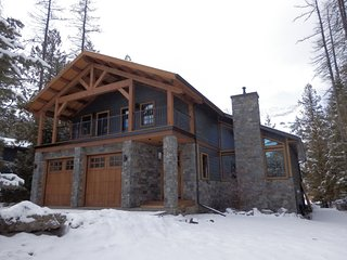 Snow Lake House, Fernie - great location, 5 bedroom large house on the ski hill!