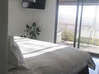 Mian dormitorio, con vistas al oeste sobre el valle