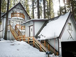 Charming Cabin+studio w/hot tub, Walk to Heavenly, Lake & Casinos