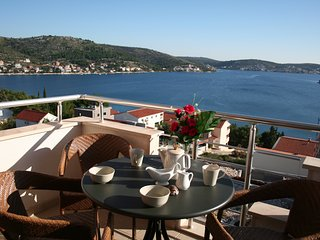 Spacious 3 Bedroom Apt With SeaView, Rogoznica